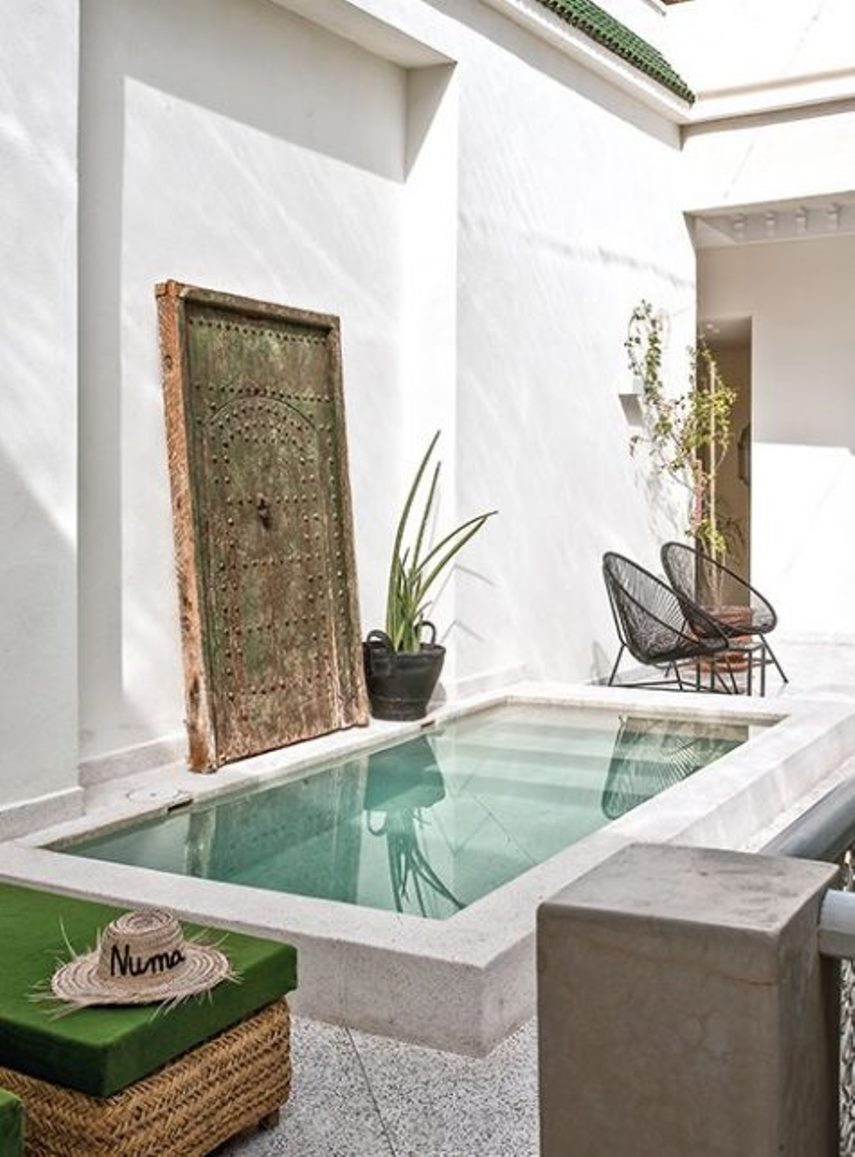 Minimalist pool space with boho