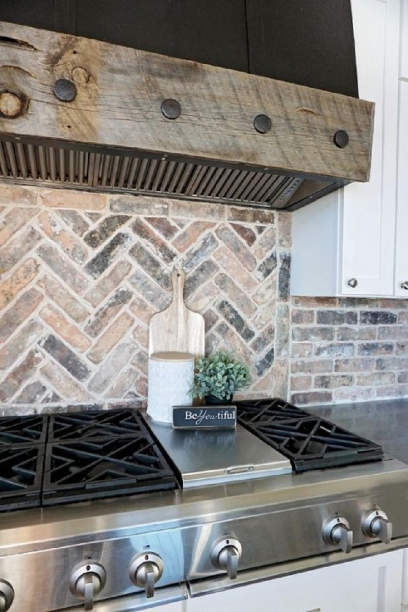 Neutral brick backsplash clad